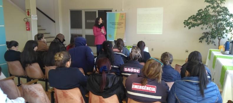 Atividades da Semana da Enfermagem movimentam saguão do Hospital Tramandaí