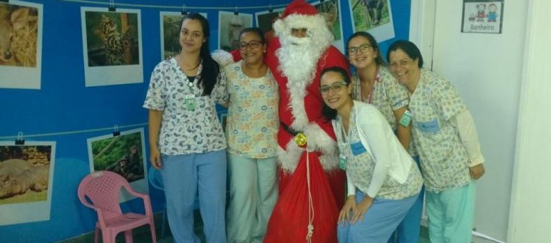 Papai Noel alegra Natal no HMGV