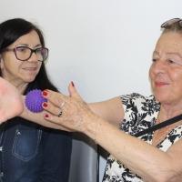 Pacientes da Clisam aprendem técnicas de relaxamento durante atividade do Outubro Rosa