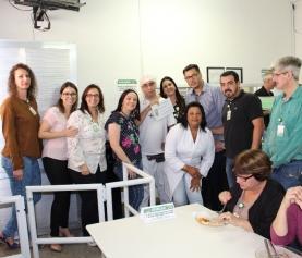Colegas fazem doação para o Zé do Refeitório